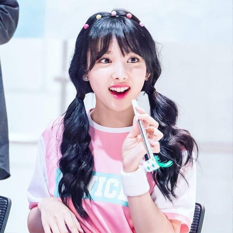 """Nayeon sở hữu """"răng thỏ"""" đáng yêu."""