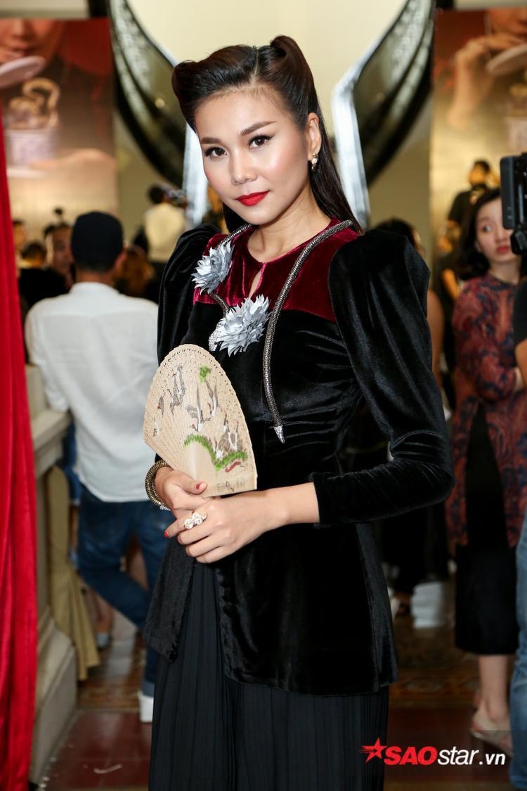 Thanh Hằng trong ngày họp báo công bố dự án Mẹ chồng.