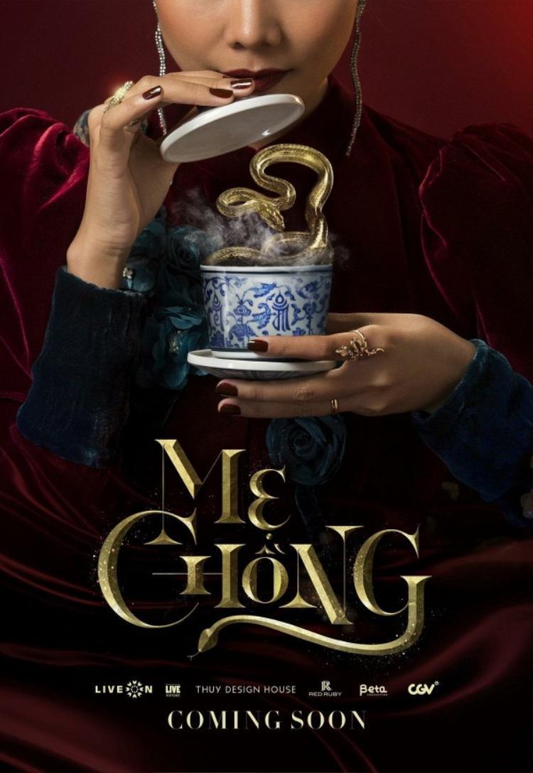 Trước đó, tấm ảnh teaser poster Thanh Hằng uống tách trà rắn độc đã gây sốt trên mạng xã hội.