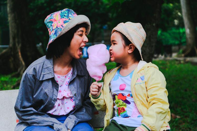Hai mẹ con Mưa - Nắng.
