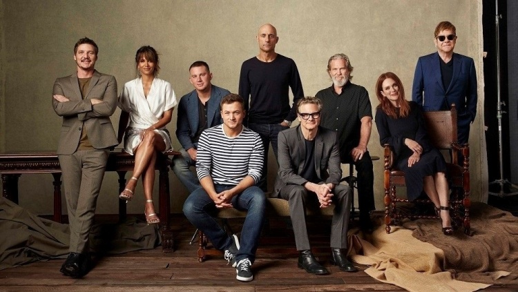 Từ trái sang phải: Pedro Pascal, Halle Berry, Channing Tatum, Taron Egerton, Mark Strong, Colin Firth, Jeff Bridges, Julianne Moore và Elton John trong Kingsman: The Golden Circle.