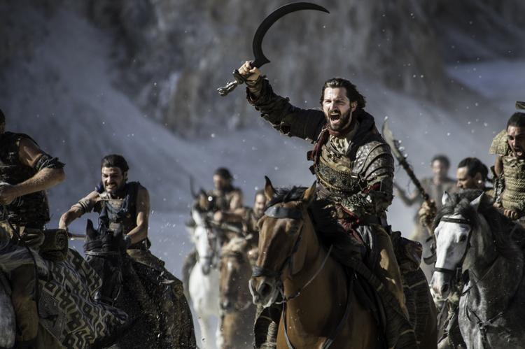 Daario Naharis dẫn đội quân Dothraki tấn công quân phản loạn.