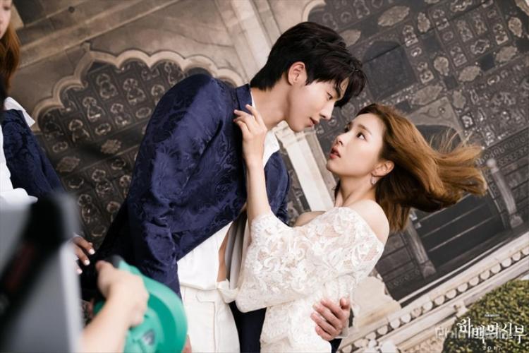 Cô dâu thủy thần là bộ phim truyền hình được chuyển thể từ bộ truyện tranh cùng tên kể về cuộc gặp gỡ định mệnh của Ha Baek (Nam Joo Hyuk thủ vai) và So Ah (Shin Se Kyung thủ vai).