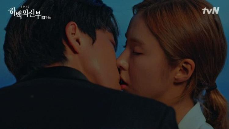 Nhìn Nam Joo Hyuk  Shin Se Kyung tình bể bình, fan lo ngại chuyện phim giả tình thật
