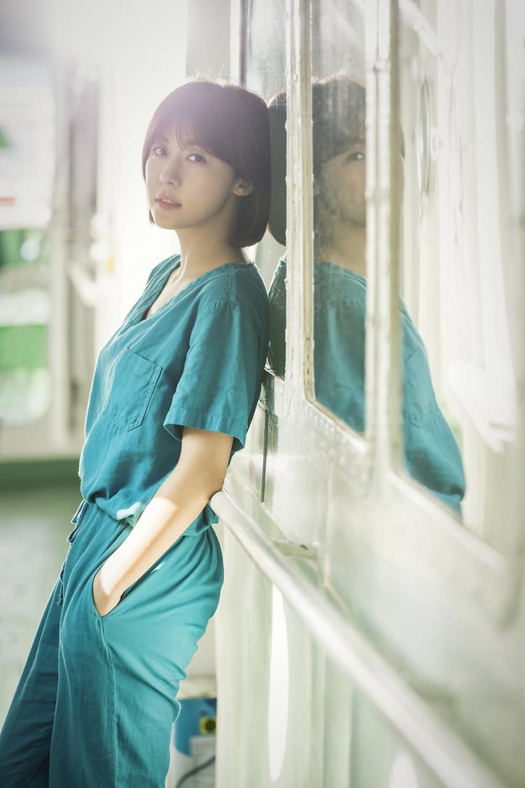 Ha Ji Won vai bác sĩ Song Eun Jae.