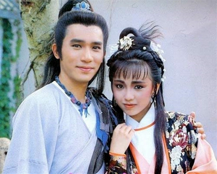 Lương Triều Vỹ (vai Trương Vô Kỵ) và Đặng Tụy Văn (vai Chu Chỉ Nhược)