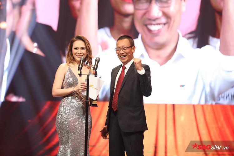 Ca sĩ Mỹ Tâm cùng MC/Nhà báo Lại Văn Sâm được ưu ái công bố giải thưởng Âm nhạc của chương trình.