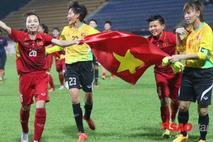 Để có được vinh quang, một cầu thủ nữ của ĐT Việt Nam đã giấu việc mang bầu và ra sân thi đấu.