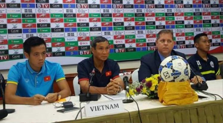 Đội tuyển Việt Nam trả lời phỏng vấn sau trận đấu.