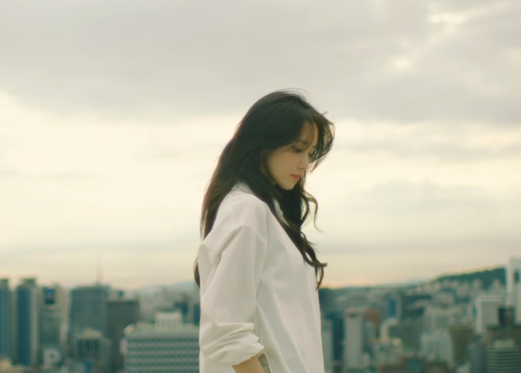 YoonA trong MV When The Wind Blows.
