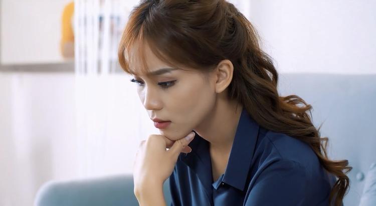 Cô nàng tìm kiếm thông tin của Khánh.