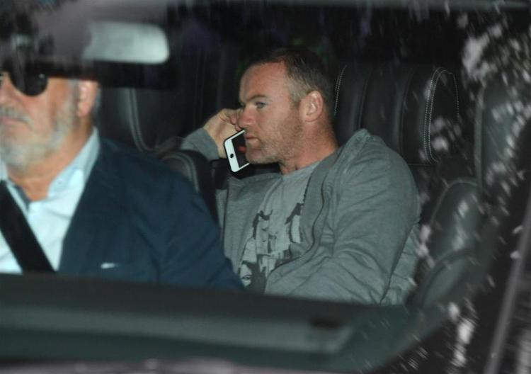 Rooney vướng vào scandal say rượu và bị cảnh sát bắt giam.