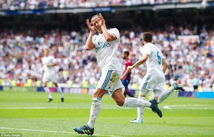 Vazquez gỡ hòa cho Real.
