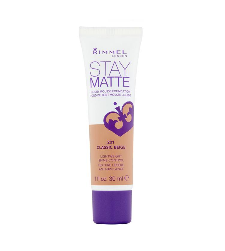 Với rất nhiều tông màu và khả năng kiềm dầu cực ổn, kem nền Rimmel Stay Matte là sự lựa chọn hoàn hảo cho những cô nàng da dầu và hỗn hợp thiên dầu