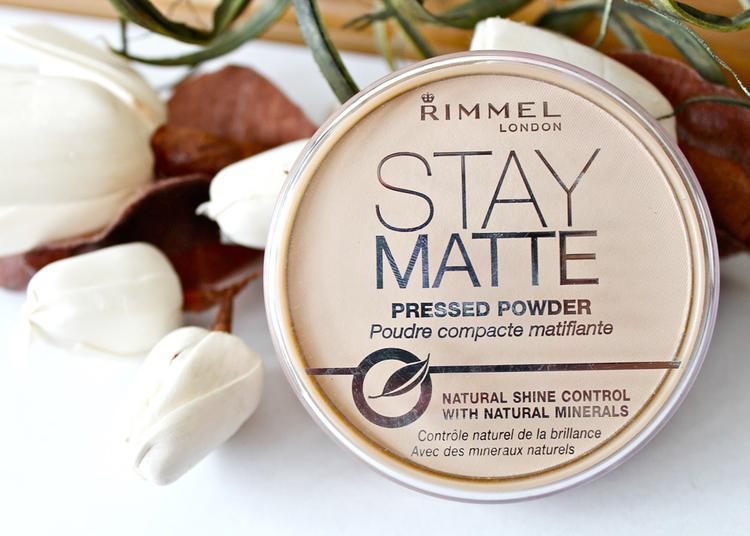 Phấn phủ kiềm dầu Rimmel London Stay Matte Pressed Powder là phấn phủ đến từ Anh Quốc cho bạn lớp phủ hoàn hảo với khả năng điều tiết lượng dầu thừa, mang đến cho bạn lan da mịn màng, không bóng nhờn, không rít.