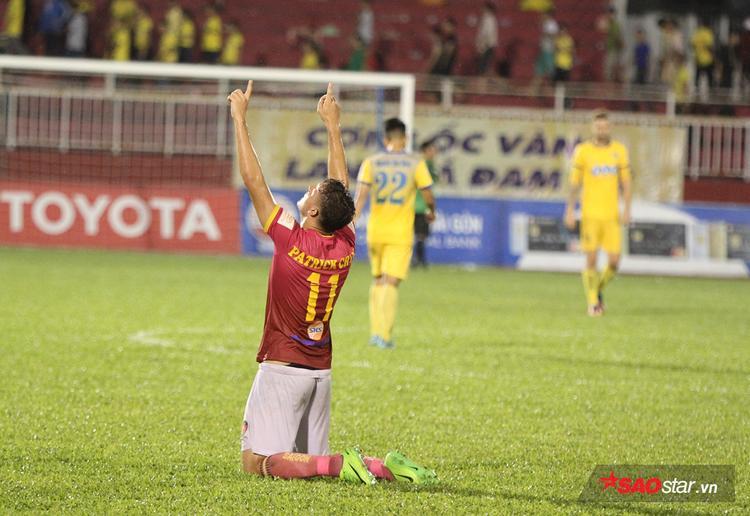 Các cầu thủ Sài Gòn ăn mừng sau trận.