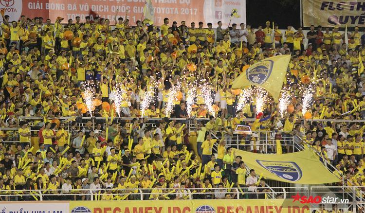 Dù đội bóng thua trận nhưng các CĐV Thanh Hóa thật sự đã chiến thắng trên khán đài.