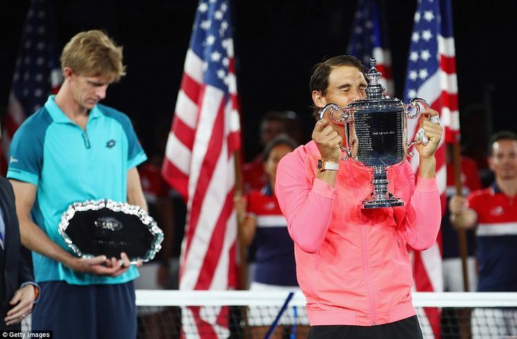 """Như vậy, 4 chức vô địch Grand Slam danh giá trong năm 2017 đã tìm thấy chủ nhân và chia đều cho cặp """"huyền thoại""""Federer - Nadal."""