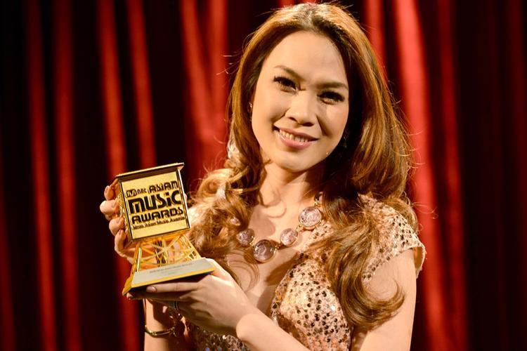 Mỹ Tâm từng giành giải Nghệ sĩ châu Á xuất sắc nhấttại MAMA 2012.