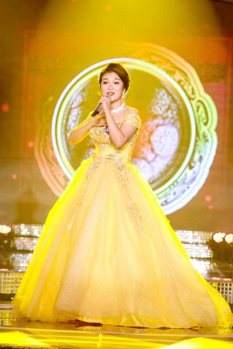 Thí sinh Tố Hoa - người có phần trình diễn xuất sắc nhất đêm chung kết thính phòng