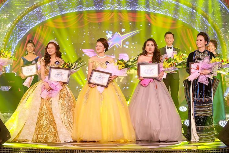 Top 4 thí sinh bước vào chung kết xếp hạng (từ trái qua): Hương Ly, Tố Hoa, Lê Thị Nhung, Thanh Thanh.