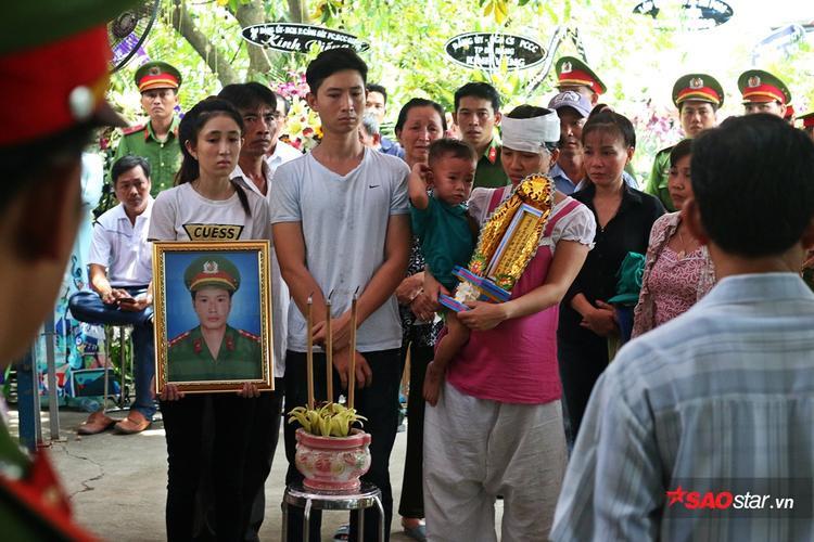 Trước khi mất, hai vợ chồng thống nhất đặt tên cho con gái sắp chào đời làPhạm Ngọc Bảo Châu.