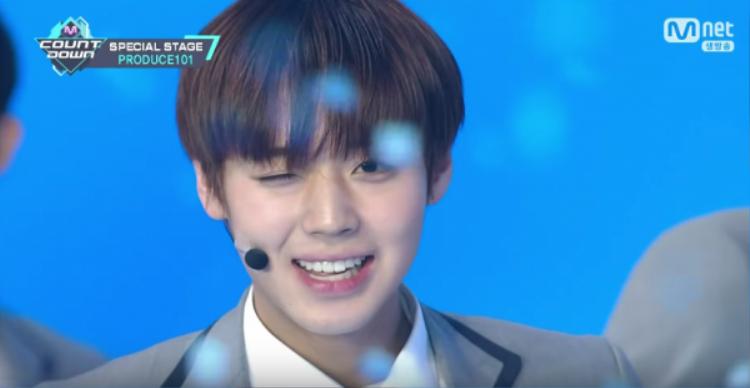 Cú nháy mắt thần thánh của thực tập sinh Park Ji Hoon.