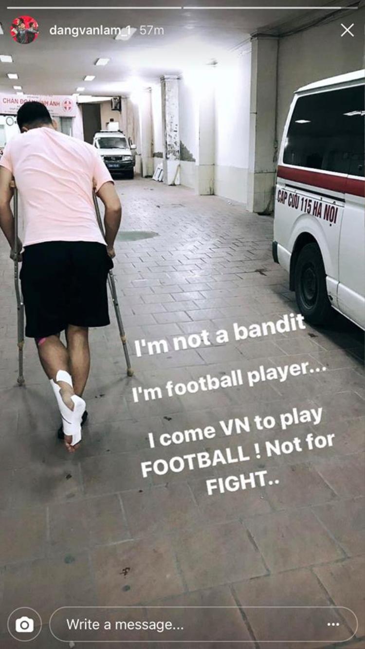 """Sau khi bị đàn anh dọa chém dẫn đến chấn thương, Văn Lâm đăng ảnh với dòng chia sẻ: """"Tôi về Việt Nam để đá bóng chứ không phải để đánh nhau""""."""
