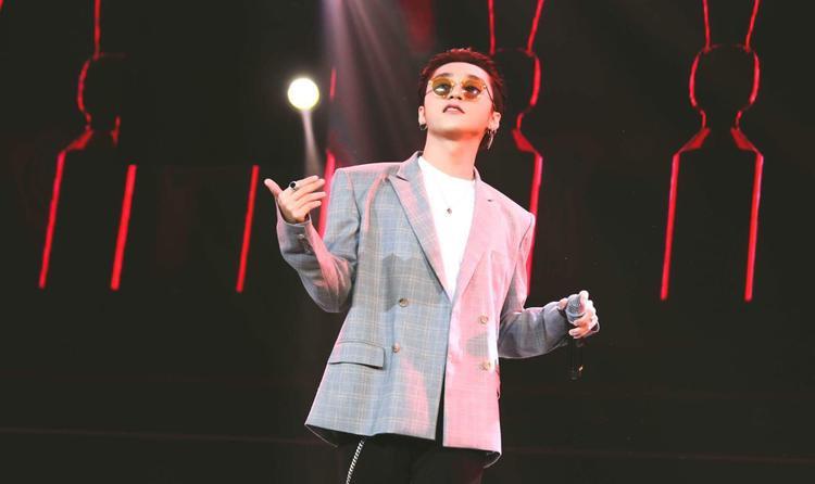 Chỉ mong chờ vào sự bùng nổ của anh trên sân khấu tại Việt Nam mà cả châu Á đang hướng về nữa thôi.