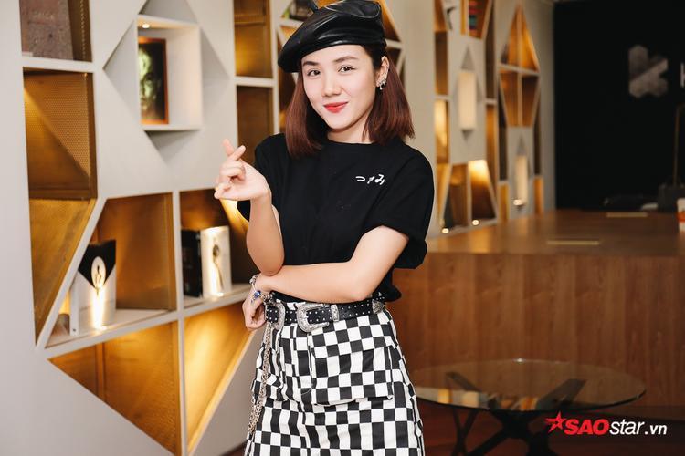 Phương Ly đến tham dự buổi họp báo.