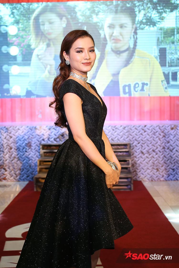 Sau Sắc đẹp ngàn cân, nữ ca sĩ - diễn viên Phương Trinh Jolie liên tục có những sản phẩm âm nhạc và điện ảnh gửi đến khán giả.