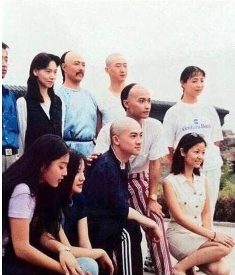 Hoàn Châu cách cách: Giá trị đùm bọc và đoàn kết sụp đổ từ chính dàn diễn viên trong phim