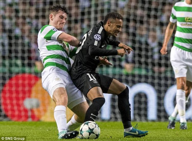 Các CĐV Celtic tỏ ra bức xúc với thái độ ngạo mạn của Neymar, nhưng không nhiều người biết được lý do siêu sao người Brazil lại phản ứng thái quá đến như vậy.