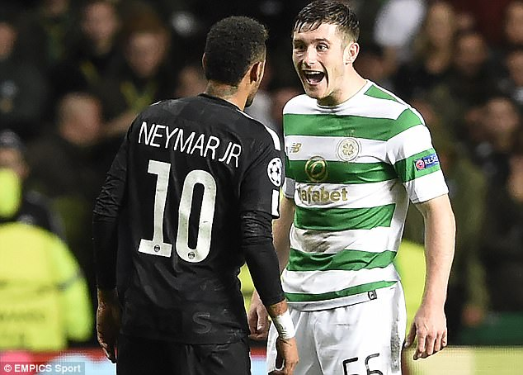 Trong suốt trận đấu, Anthony Ralston liên tục va chạm với Neymar. Trong một pha tranh chấp khiến N.10 bị vấp ngã, hậu vệ phải người Scotland thậm chí còn cười nhạo đối thủ.
