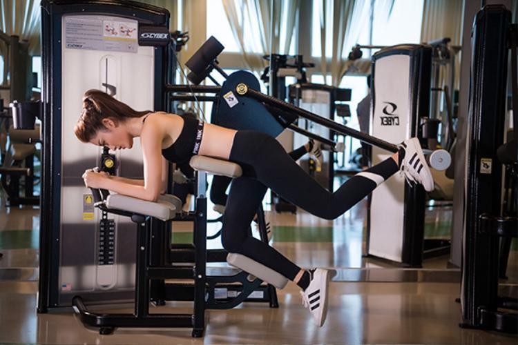 Á hậu Huyền My khoe vòng eo 59, miệt mài tập luyện trước thềm Miss Grand International 2017