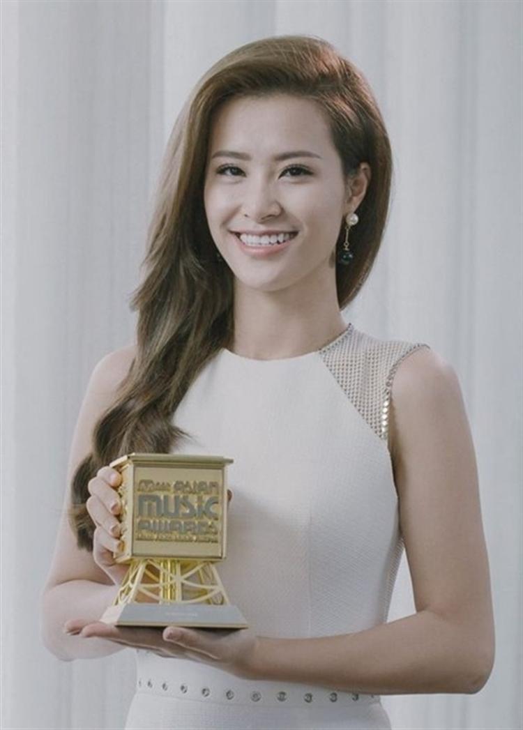 Đông Nhi - 1 trong những nghệ sĩ Việt Nam từng dành giải thưởng Best Asian Artist tại MAMA 2015.