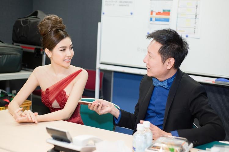 Chủ tịch Miss Grand Internaltional tỏ ra khá ấn tượng với Ngọc Duyên.