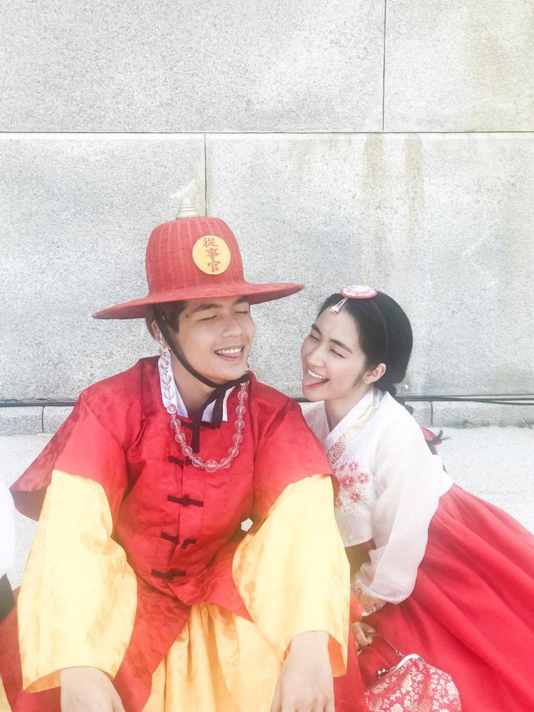 Chung team với Hoà Minzy là hot boy Quốc Anh - một gương mặt trẻ đang được khán giả yêu thích.