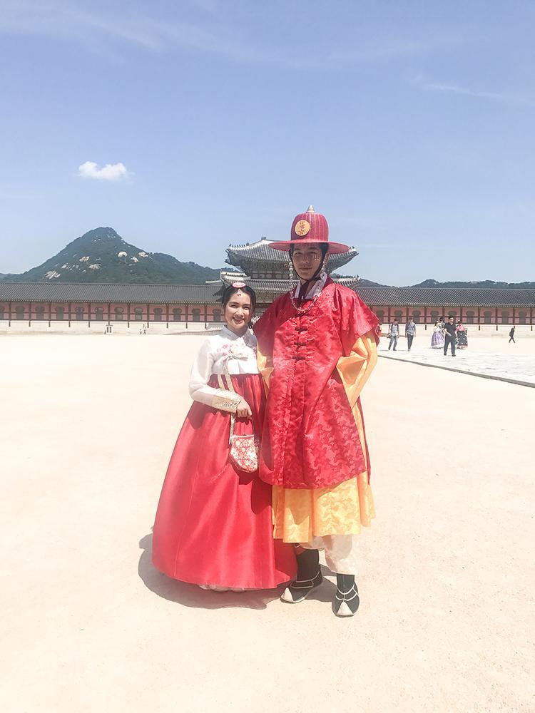 Cả hai cùng nhau đồng hành trải nghiệm du lịch từ kiểu sang đến kiểu bụi. Mỗi hình thức trải nghiệm đều thú vị và giúp cho khán giả có thể nhận biết rõ hơn về phong tục, nền văn hoá Hàn Quốc.