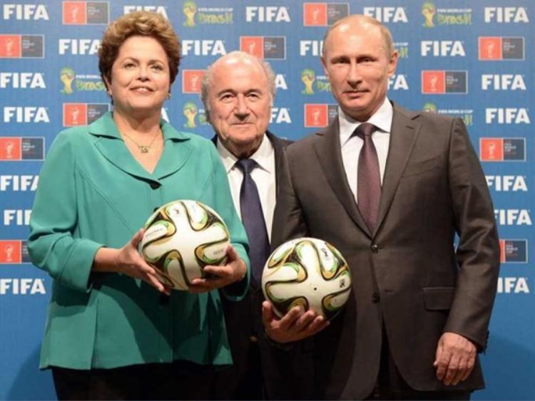 Tổng thống Nga Putin nhận quyền đăng cai World Cup từ FIFA.