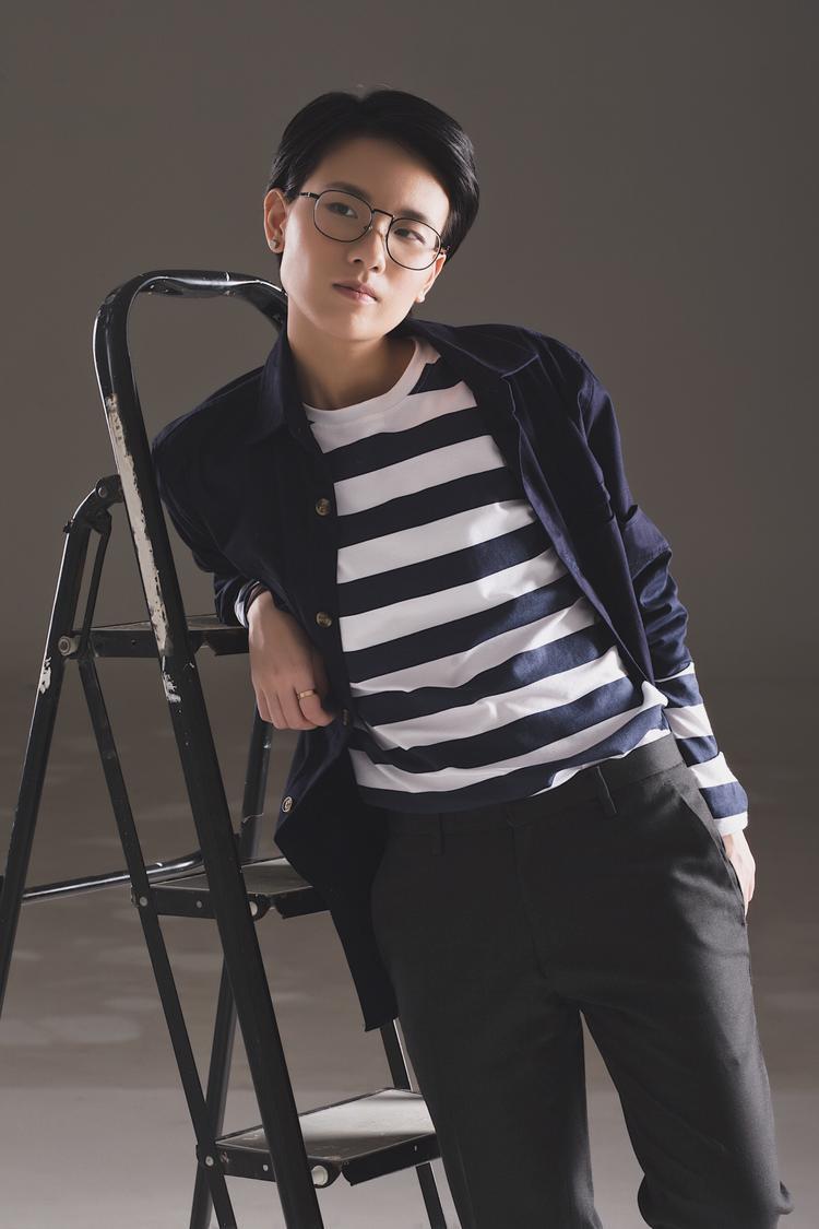 """Cùng với Min, sự xuất hiện của nhạc sĩ Tiên Cookie cũng đều đặn không kém với hàng loạt ca khúc cứ ra là hit. Vì thế, màn """"song kiếm hợp bích"""" này khá được mong chờ."""