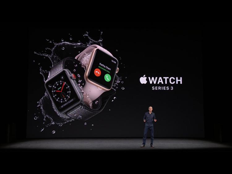 Điểm phân biệt Apple Watch Series 3 với các thiết bị tiền nhiệm chính là nút xoay được sơn màu đỏ nổi bật.