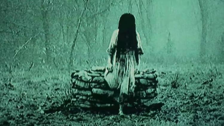 Và hiển nhiên, Samantha cũng chui lên từ giếng.