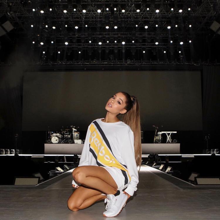 """Ariana Grande được biết sẽ góp mặt cùng """"ma cũ"""" đình đámGigi Hadid, Teyana Taylor. Cô tỏ ra thích thú và hết lòng ủng hộ chiến dịch."""