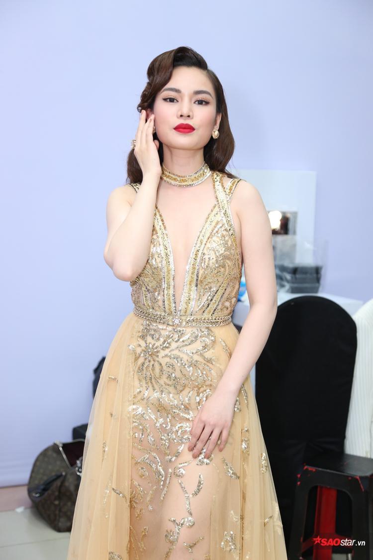 Giang Hồng Ngọc đẹp dịu dàng với đầm xuyên thấu đẹp mắt.