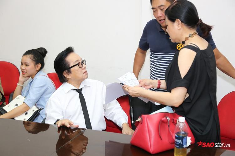 Danh ca Elvis Phương sẽ thay mặt Quang Linh đảm nhận vai trò cố vấn trên ghế nóng tuần này.
