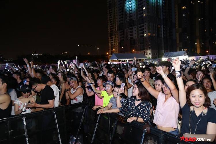 Hàng chục ngàn khán giả trẻ đã có mặt.