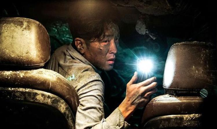 """Đạo diễn Kim Sung Hoon gây ấn tượng với bộ phim """"Tunnel""""."""
