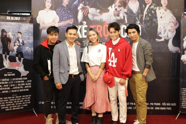 Nhạc phim Kẻ trộm chó do nhạc sĩ Tăng Nhật Tuệ sáng tác, được trình bày bởi Tino và Bảo Uyên.