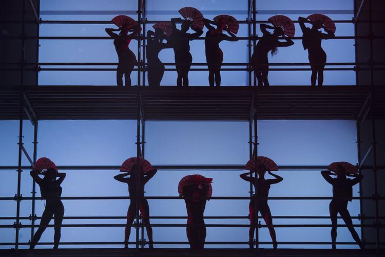 Màn trình diễn vũ đạo ấn tượng trong Philipp Plein Spring 2018 fashion show